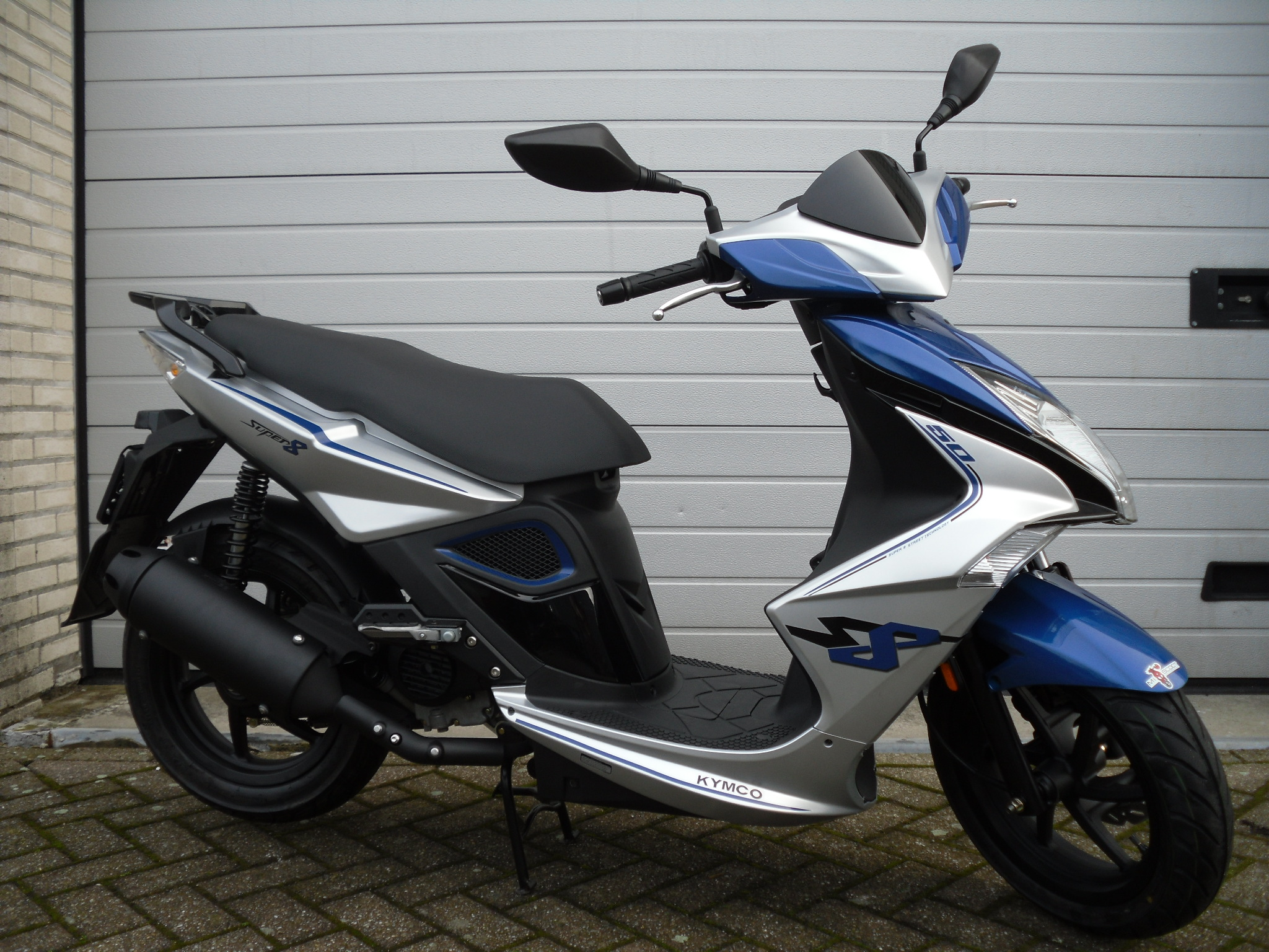 kymco super 8 street sportief snorscooter bromscooter