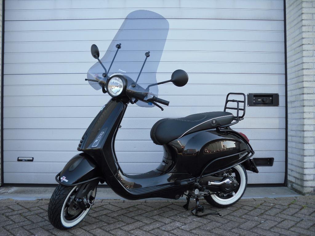 Vespa primavera Special Black Edition den haag wassenaar
