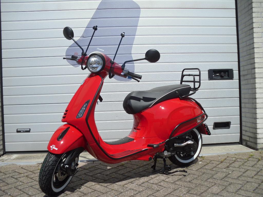 Vespa Sprint I Get Red Rosso Dragon Spec Dan Daftar Harga Terbaru 150 Grigio Titanio Tangerang Primavera Special